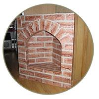 Угловой камин из коробок фото